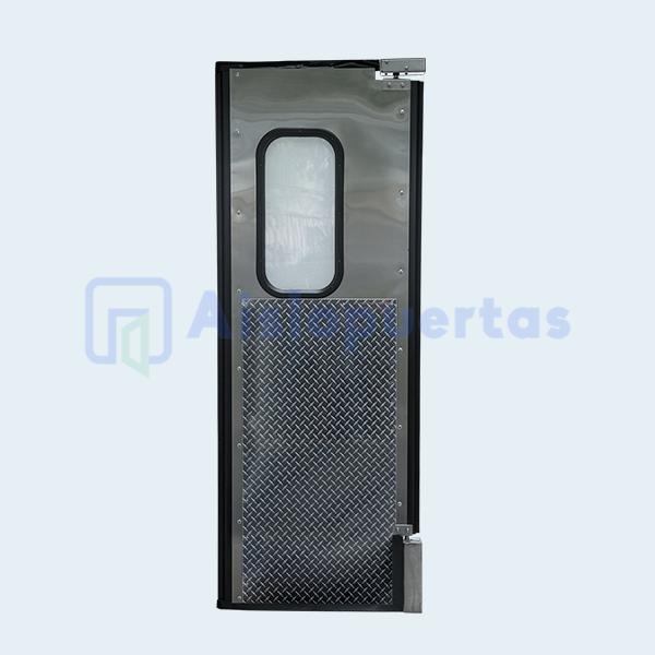 Puerta de impacto en acero inxodable, con placa de protección
