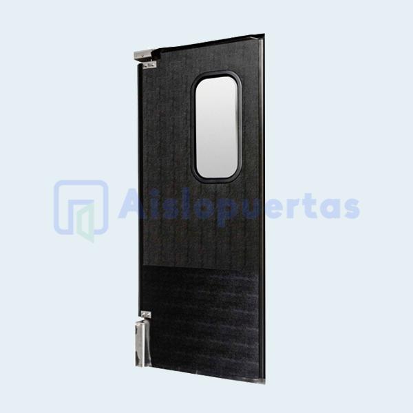 Puerta de impacto, en color negro con mirilla y placa de pateo
